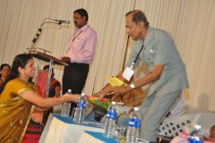 Suguna Prem Nath hands over bouquet to Chief Guest Hon'ble Mr.Justice Chettur Snakaran Nair